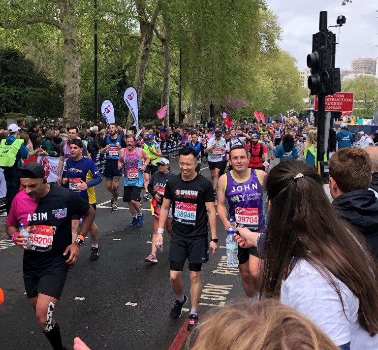 runners at the london marathon
